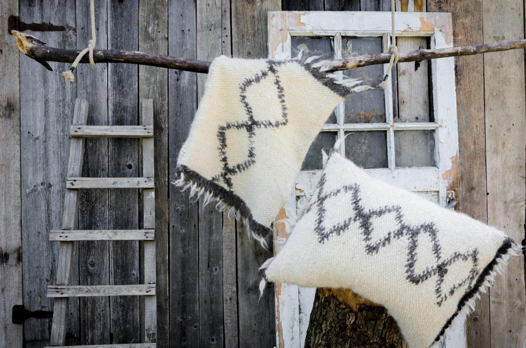Short Wool - two pillows white & black pattern | WOL