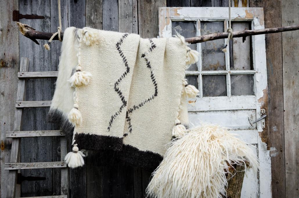 Short Wool - white & black patterns & tassels | Long Wool - white | WOL