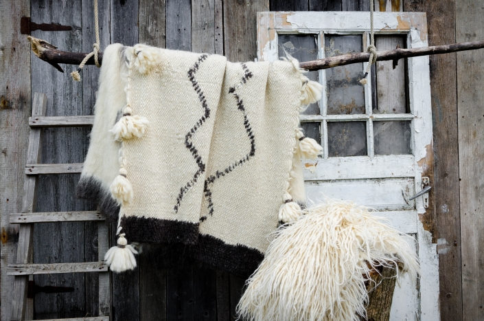 Short Wool - white & black patterns & tassels | Long Wool - white | WOL
