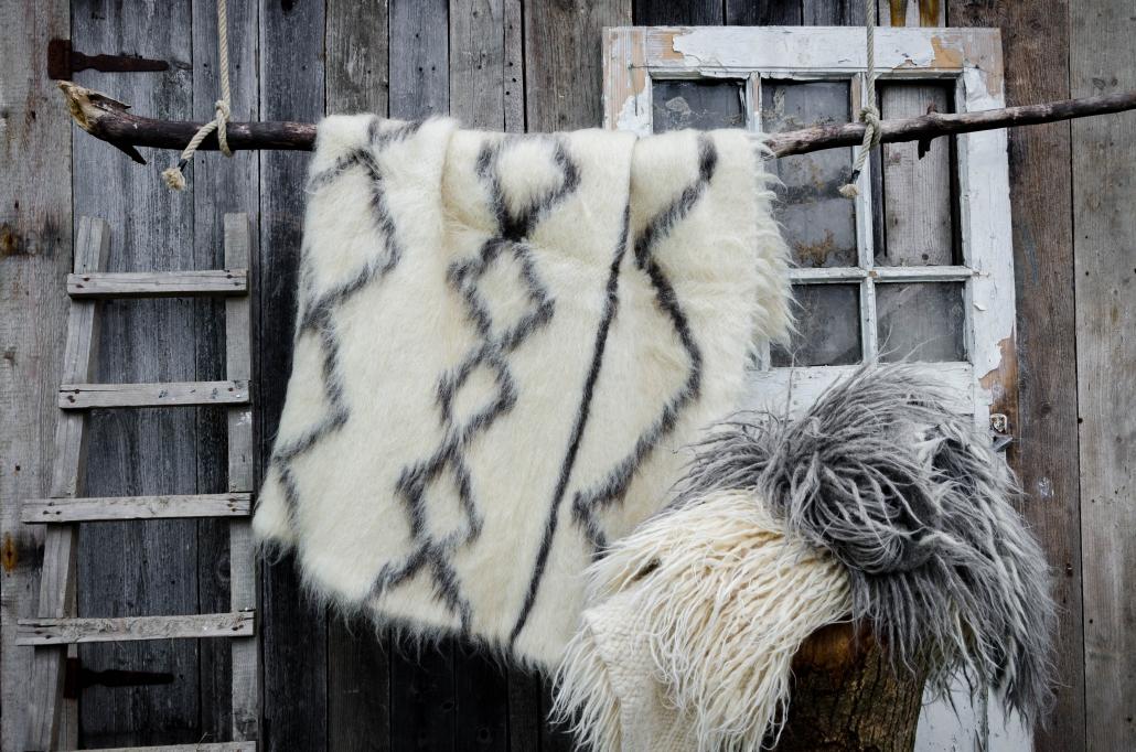 Short Wool - white & black patterns | Long wool - gray and white | WOL